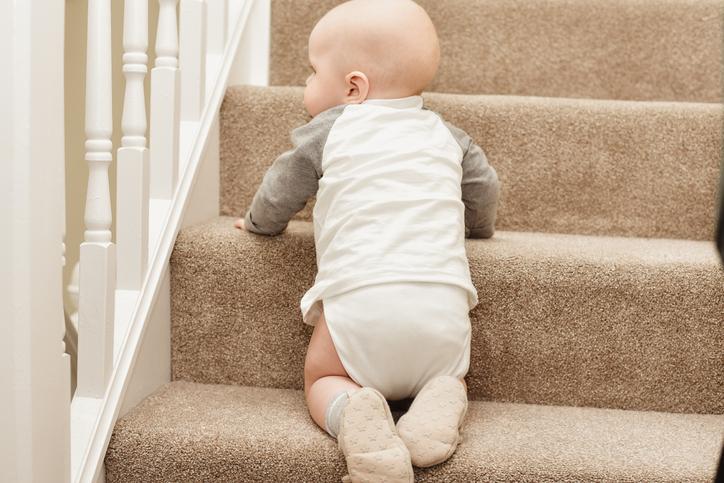 아가야, 왜 자꾸 계단을 오르는 거니?